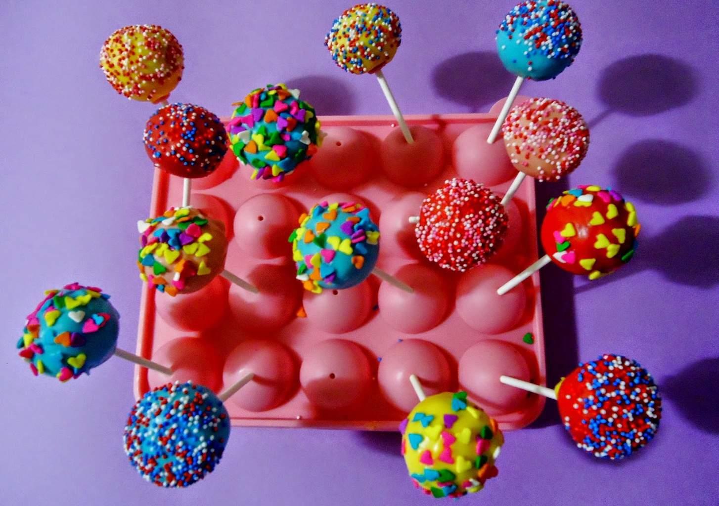Cake pops diversi n asegurada para grandes y peques for Cake pops cobertura