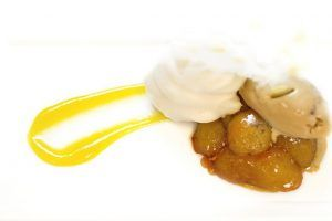 crema de yogurt y manzanas