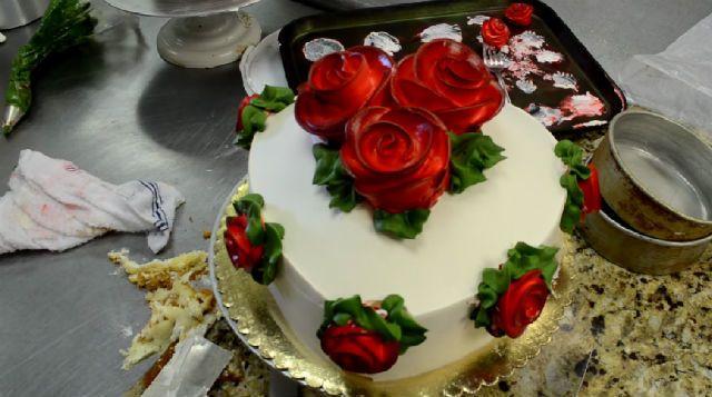 Decora una tarta de coraz n en 4 minutos - Mira y decora ...