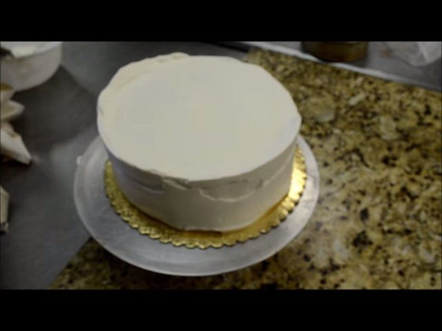 Decora una tarta de cumpleaños en 5 minutos 1