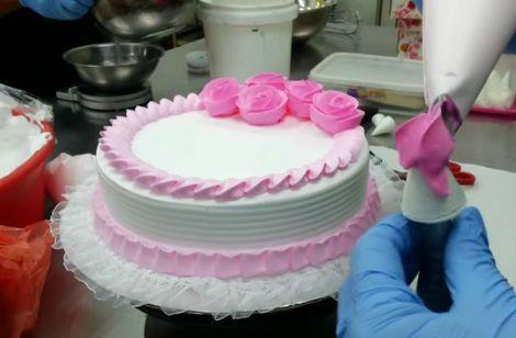 decoracion-de-tarta-con-rosas-facil-y-rapida