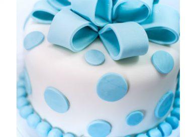tarta con moño de fondant
