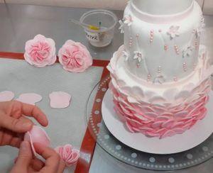 decora-una-tarta-de-3-pisos-en-3-minutos