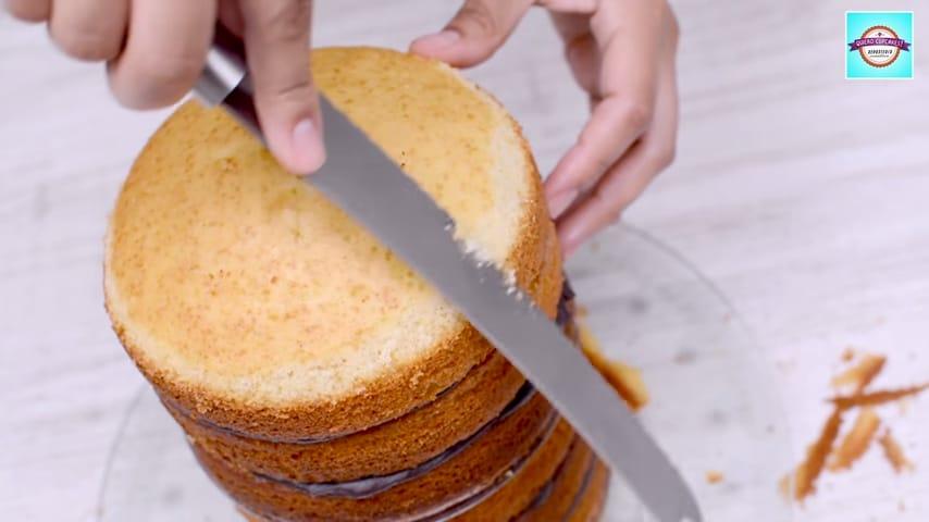 Tarta minion montaje del bizcocho