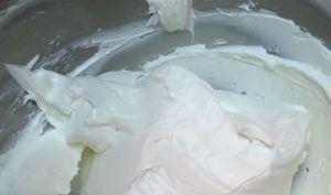 como-hacer-buttercream-mas-firme-y-mas-blanco