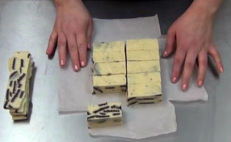barras-de-chocolate-blanco-oreo-y-leche-condensada