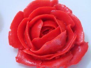 como-hacer-rosas-de-crema-de-mantequilla-facil-y-rapido