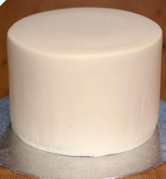 fondant-forrar-una-tarta-y-lograr-bordes-perfectos