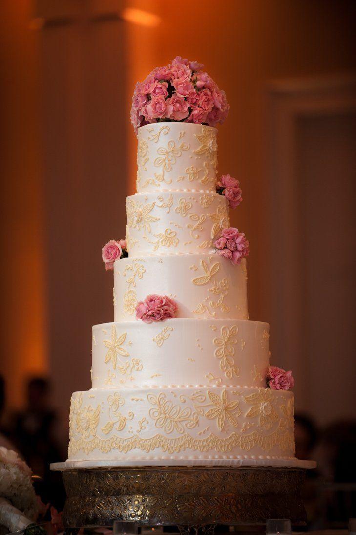 5-tartas-de-boda-muy-altas-te-van-a-gustar