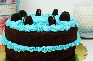 tarta-desnuda-de-chocolate-cubierta-de-merengue-italiano