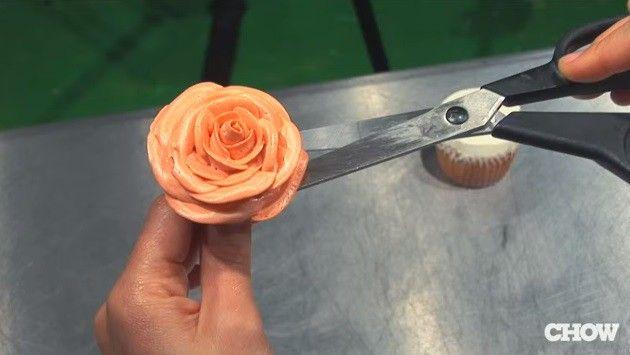 buttercream-asombroso-hace-rosa-en-1-minuto-pasos-8