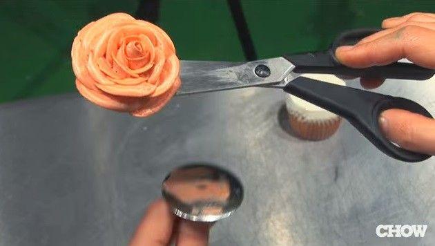buttercream-asombroso-hace-rosa-en-1-minuto-pasos-9