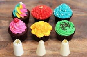 como-decorar-cupcakes-usando-boquillas-estrella