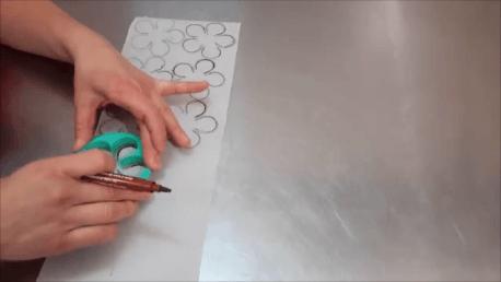 decora-una-tarta-con-chocolate-en-solo-5-minutos (1)
