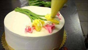 decora-una-tarta-con-tulipanes-en-menos-de-3-minutos