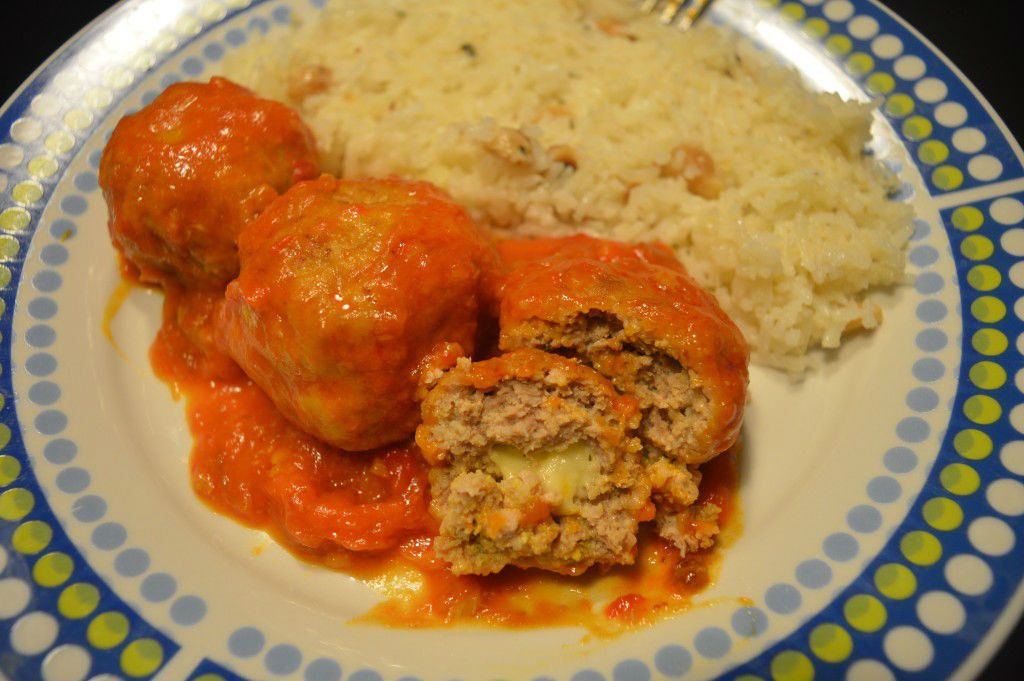 Alb ndigas rellenas de queso con salsa de verduras - Albondigas de verdura ...