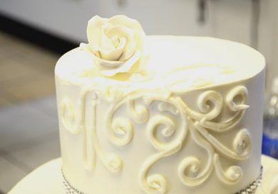 como-decorar-una-tarta-de-bodas-facil-y-rapida