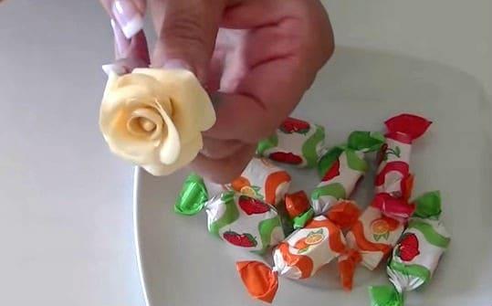 flores-de-caramelo-para-decorar-tartas-pasteles-y-cupcakes
