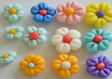 como-hacer-flores-de-fondant-en-varios-colores