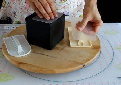 cubrir una tarta cuadrada con fondant