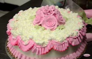 video-la-repostera-profesional-hace-una-tarta-preciosa-en-solo-5-minutos