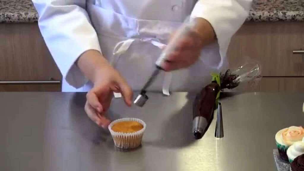 curso-en-video-15-como-rellenar-cupcakes