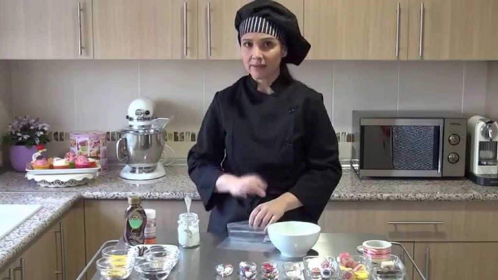 curso-en-video-17-cupcakes-colorear-azucar