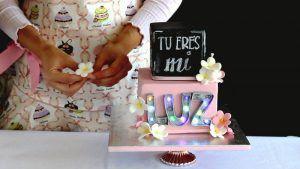 como-hacer-una-tarta-con-letras-de-fondant-luminosas