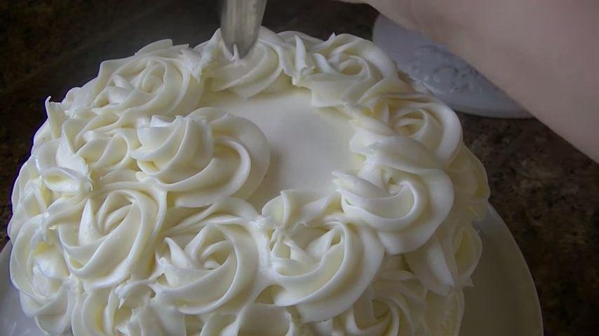 Torta con rosas aplicación parte superior