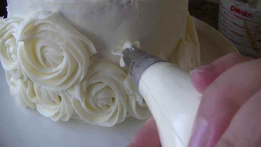 Torta con rosas aplicación segunda linea