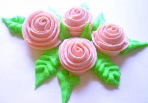 como-hacer-una-rosa-de-buttercream-estilo-cinta