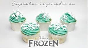 cupcakes-inspirados-en-frozen-con-copos-de-nieve-de-glasa-real