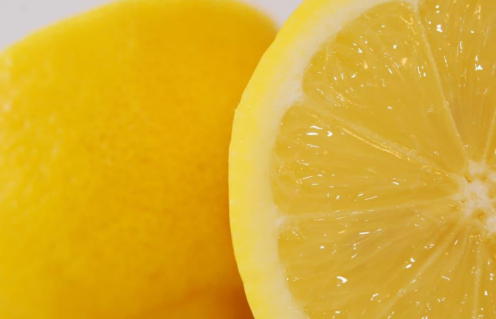 bizcocho de limon casero. usos del limon