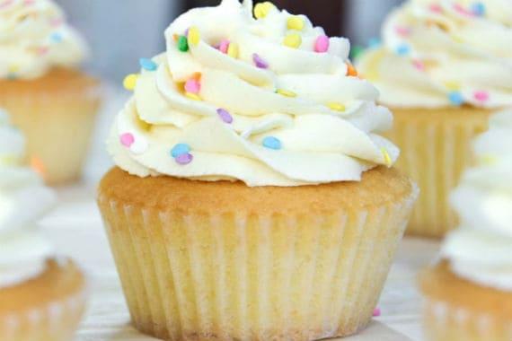 Cupcakes de vainilla con chocolate blanco fb