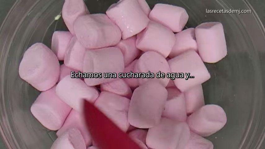 como hacer fondant de marshmallows echar una cucharada de agua