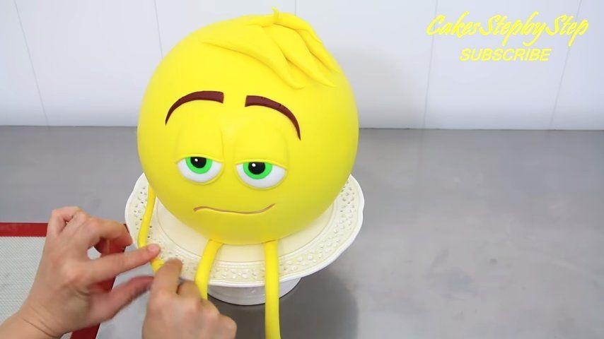 cumpleaños temáticos torta emoji