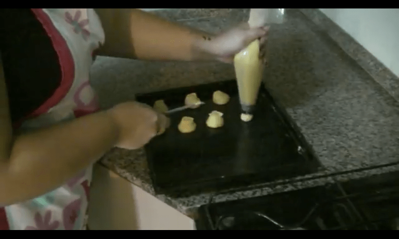 Profiteroles rellenos de crema pastelera masa 5