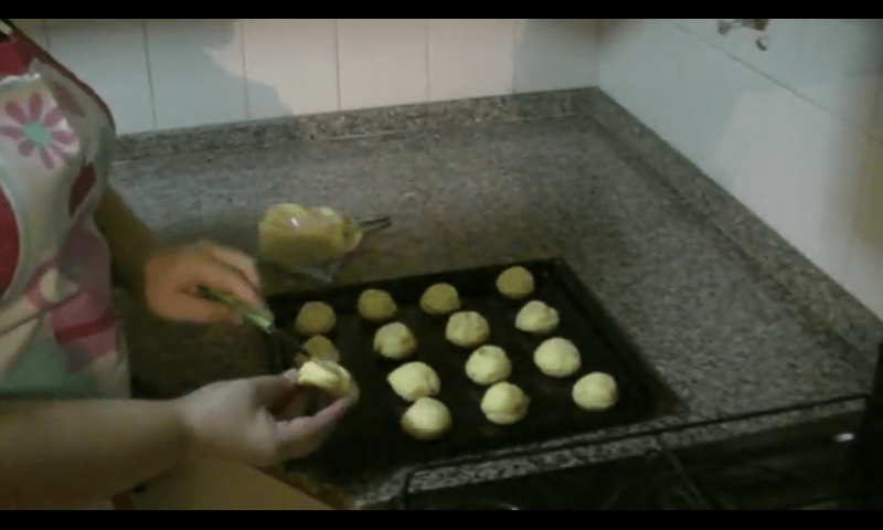 Profiteroles rellenos de crema pastelera armado 1