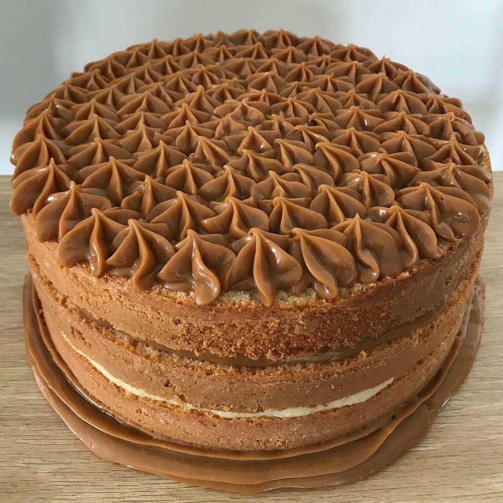 Torta de vainilla dulce de leche y coco