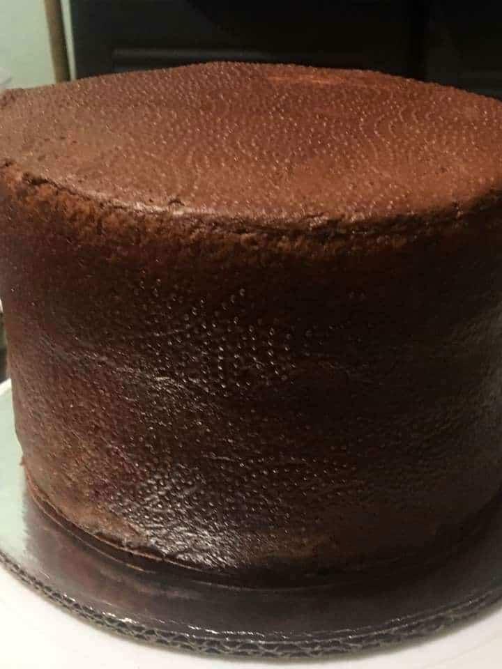 Bizcochuelo casero de chocolate muy alto por Tere Lucio