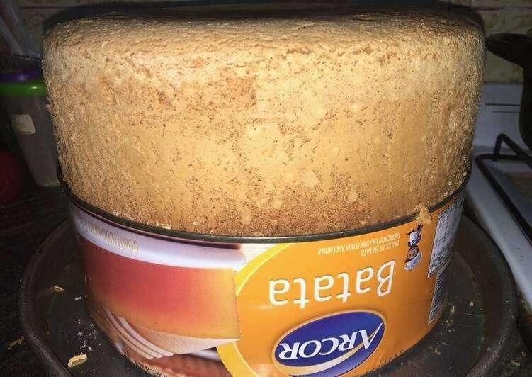 Bizcochuelo hecho dentro de una lata de dulce de batata por Laura Cruz 2