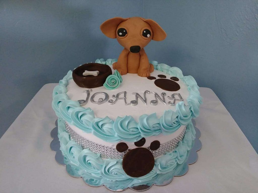 Torta decorada con crema chantilly para cumpleaños por Elsa Rodriguez