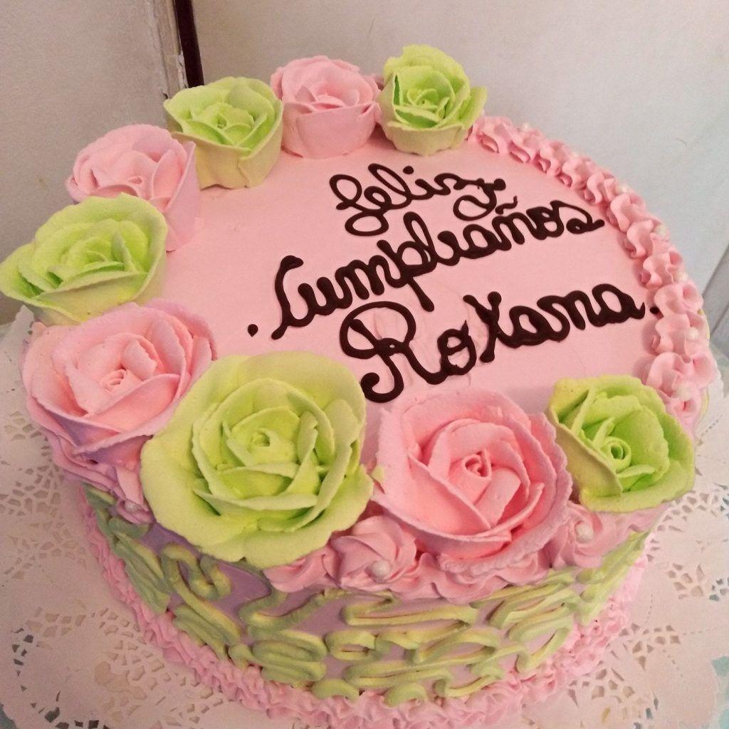 Torta decorada con crema chantilly por Jeannette Lorena Vazquez Morales