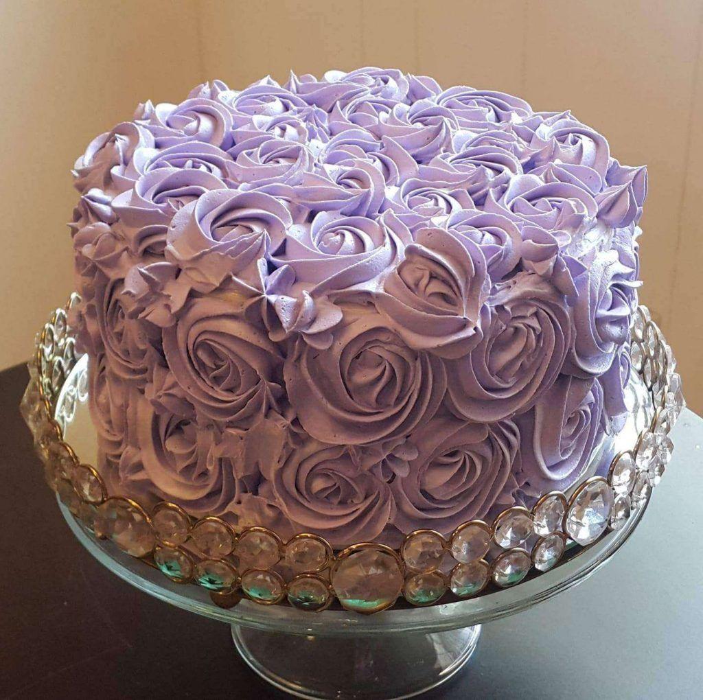 Torta para mujer con crema chantilly por Evelyn Fortin