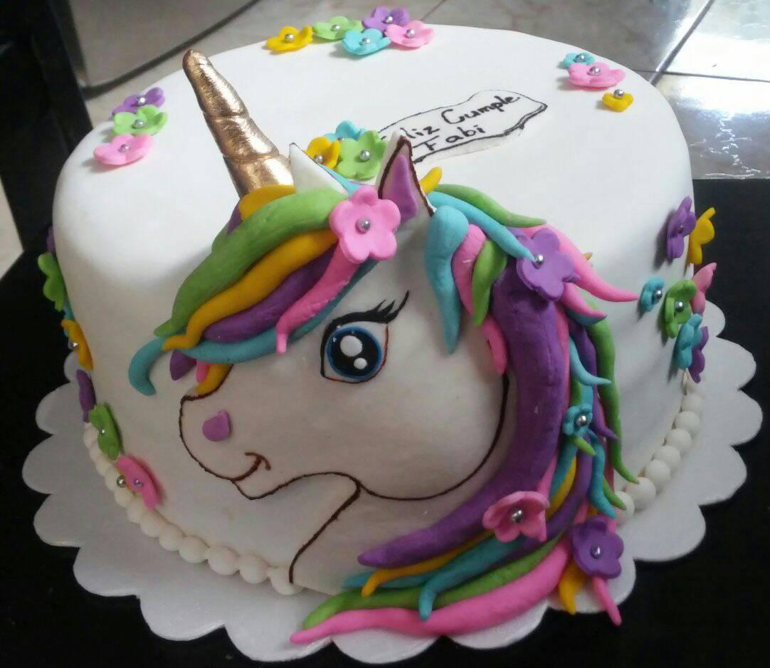Torta unicornio dibujada por Marianela Vargas